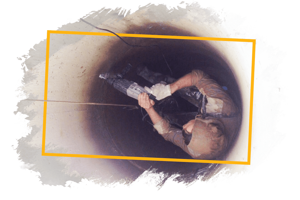 скрепление скобами колец для ремонта колодца